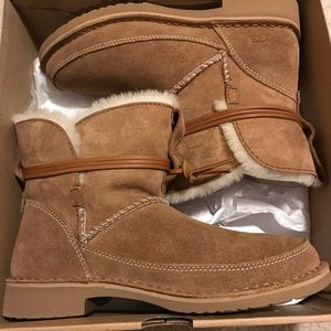 UGG ESTHER Boot - Chestnut
